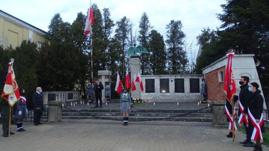 Uroczystości odbyły się przy Pomniku Męczeństwa i Krzyżu Katyńskim.