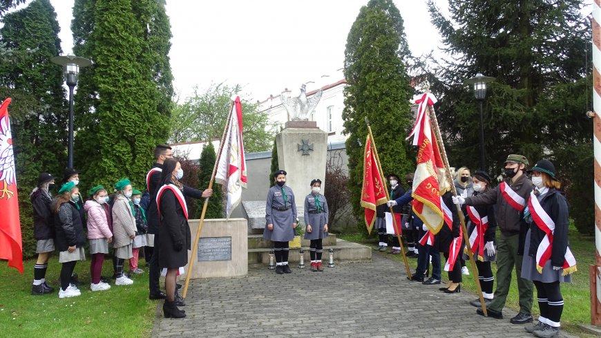 Wartę przy Pomniku Nieznanego Żołnierza pełnili harcerze.