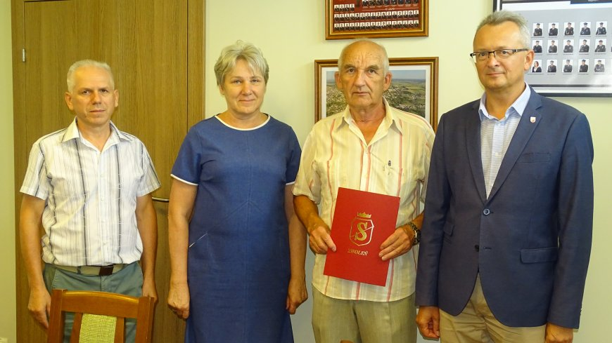 Wspólne zdjęcie z podpisania umowy.